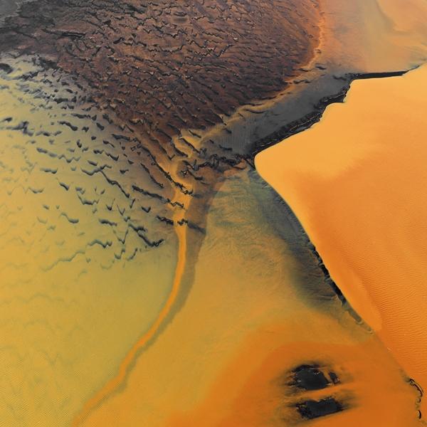 Orange_Landeyjarsander_Island_aerial_a__600